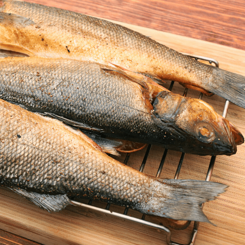 What is the ideal temperature for smoking fish